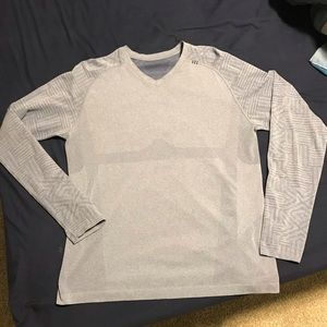Large Mens Lululemon V neck long sleeve shirt